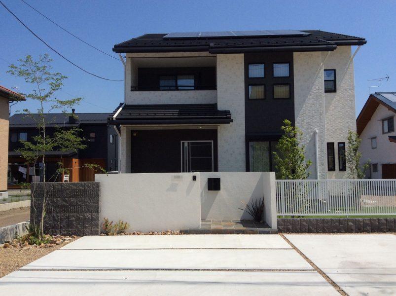 白と緑のコントラストが美しいモダンガーデン|外構造園工事|太田市