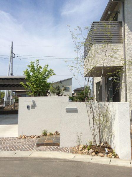 家族の大切な空間を心地よく。明るく開放的なプライバシー外構|外構造園工事|伊勢崎市