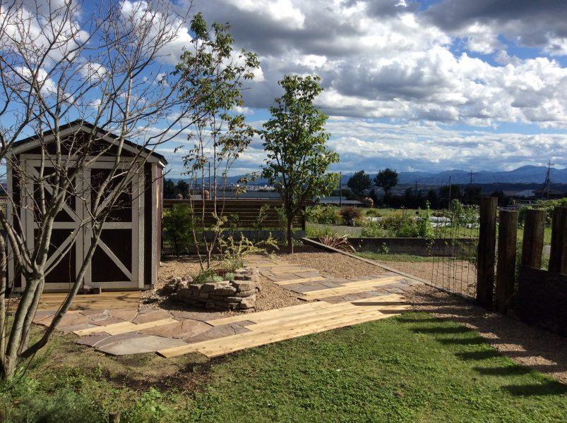 空と緑に映えるカントリー風ガーデン 外構造園工事 箕郷町