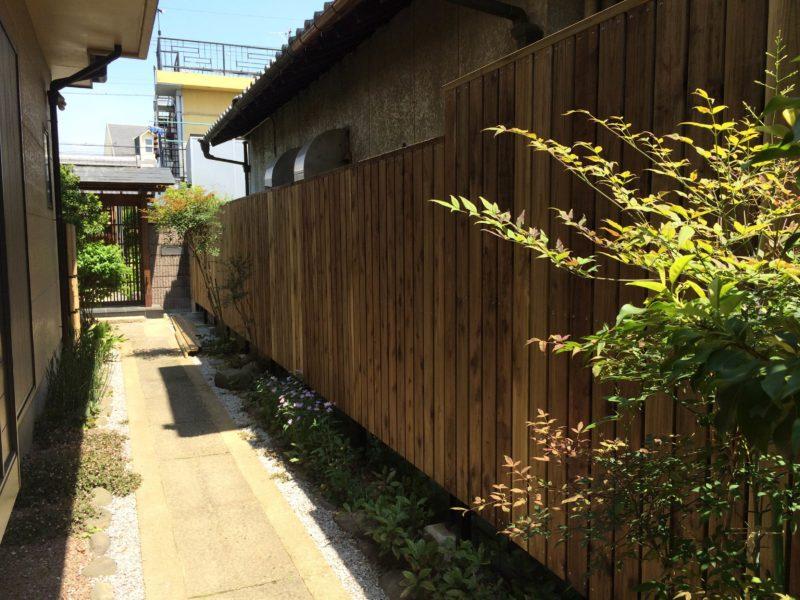 天然木の手作り板塀
