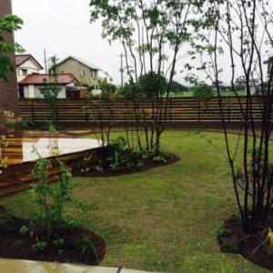 家と共存する心地よい庭