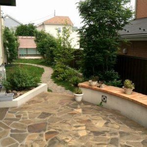 和洋を楽しめるお庭