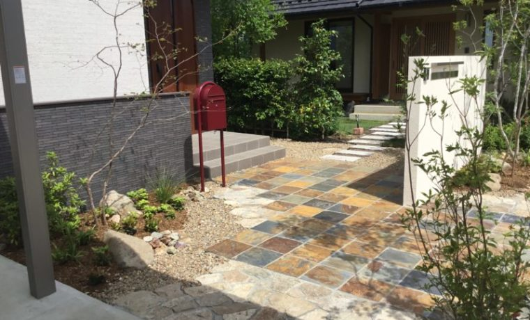 石・緑・天然木・・自然素材の温もりに包まれた家