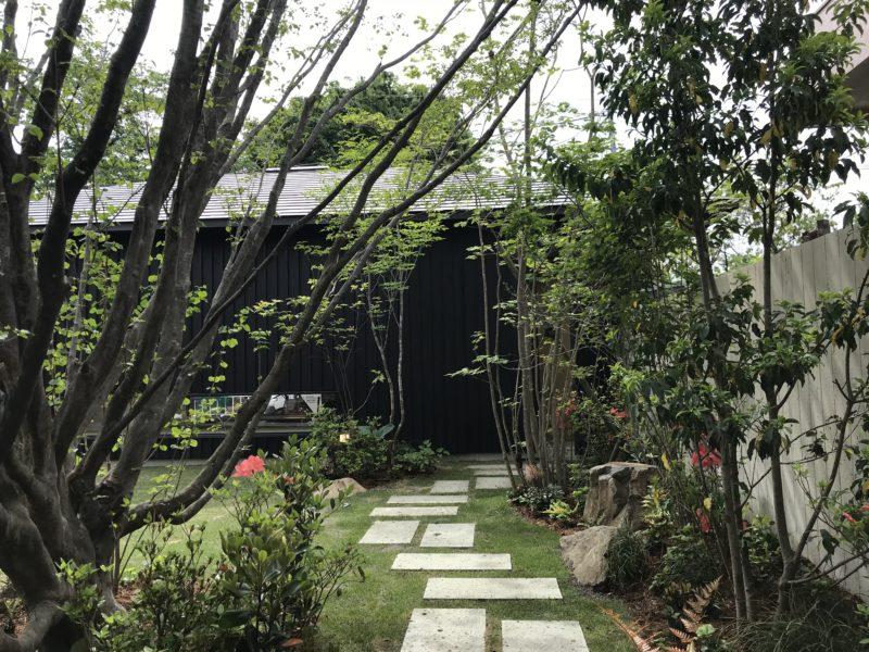 自然と調和する雑木の庭7