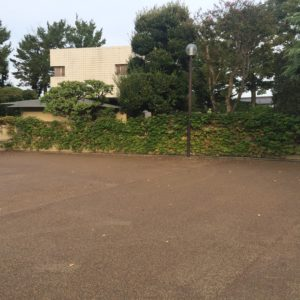 群馬県高崎市 広大なプライベートガーデン 景観舗装(茶系)