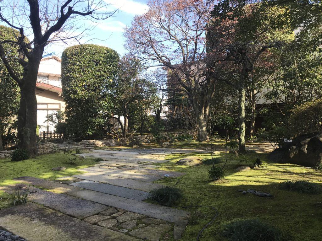 会社事務所の和風庭園