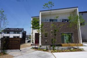 For example, 植栽が明るい玄関アプローチは群馬県高崎市のエクステリアFor example,グロウスガーデンのエクステリア