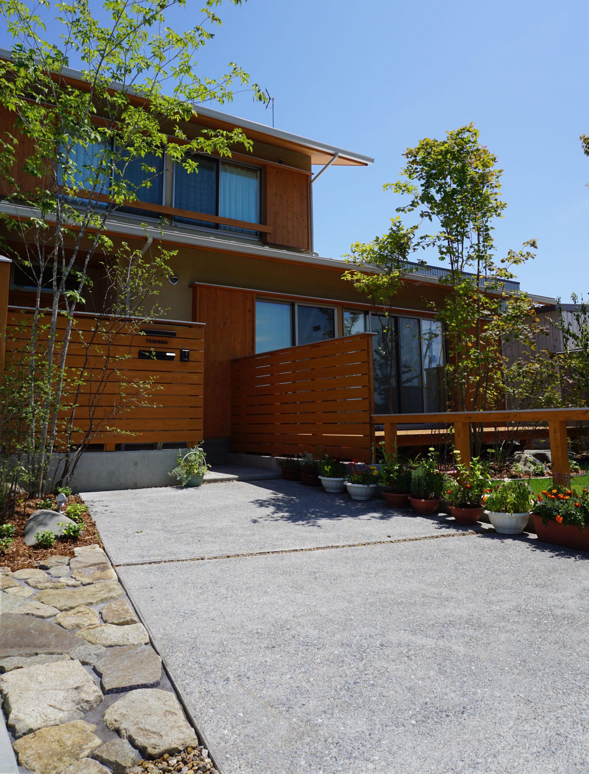For example, おすすめの洗い出しコンクリートを使ったおしゃれなFor example, 玄関アプローチFor example,グロウスガーデン